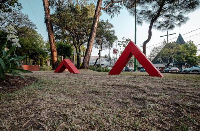 Red Threads -Miguel de la Torre, Mexico City