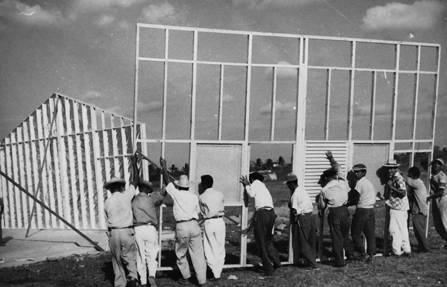 Puutalo: construction Colombia 1956 Photo ©ELKA